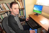 JULIUS KOLBASKÝ se jako knihovník stará o tlumačovskou obecní knihovnu již 13 let.