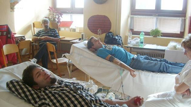 K dobrovolnému dárcovství krve vedou své studenty i na SOŠ a SOU v Horšovském Týně. Vedení si do školy pravidelně zve zástupce transfúzní stanice, krev darují studenti i zaměstnanci.