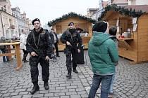 V Domažlicích hlídkovali ozbrojení policisté.