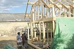 Dřevěný ekologický a nízkoenergetický dům právě vyrůstá ve Vidicích.