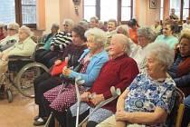 Děti ze souboru Mráček vystoupily v domažlickém seniorském penzionu.