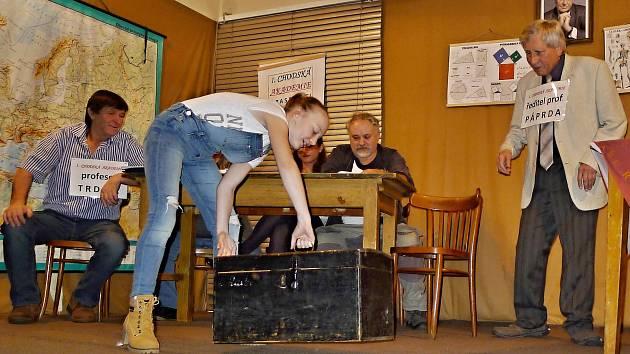 Nález třídní knihy. Tak se jmenuje hra, kterou ochotníci z Pasečnice zahrají 30. března a představí ji i v Plzni.