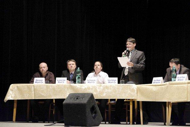 Starosta Mothejzík promlouvá na ustavujícím zasedání v Horšovském Týně.