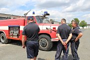 Oficiální předání hasičského vozu.