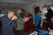 Ve výstavní místnosti Domu Dějin Holýšovska představil v pátek večer Martin Veselý svoji novou knihu Sudetská župa do kapsy.