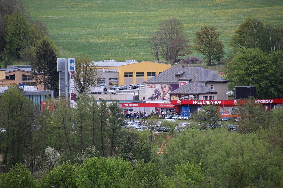 Petiční akce pendlerů v Schafbergu. Pohled na demonstraci na Folmavě. Foto: Karl Reitmeier
