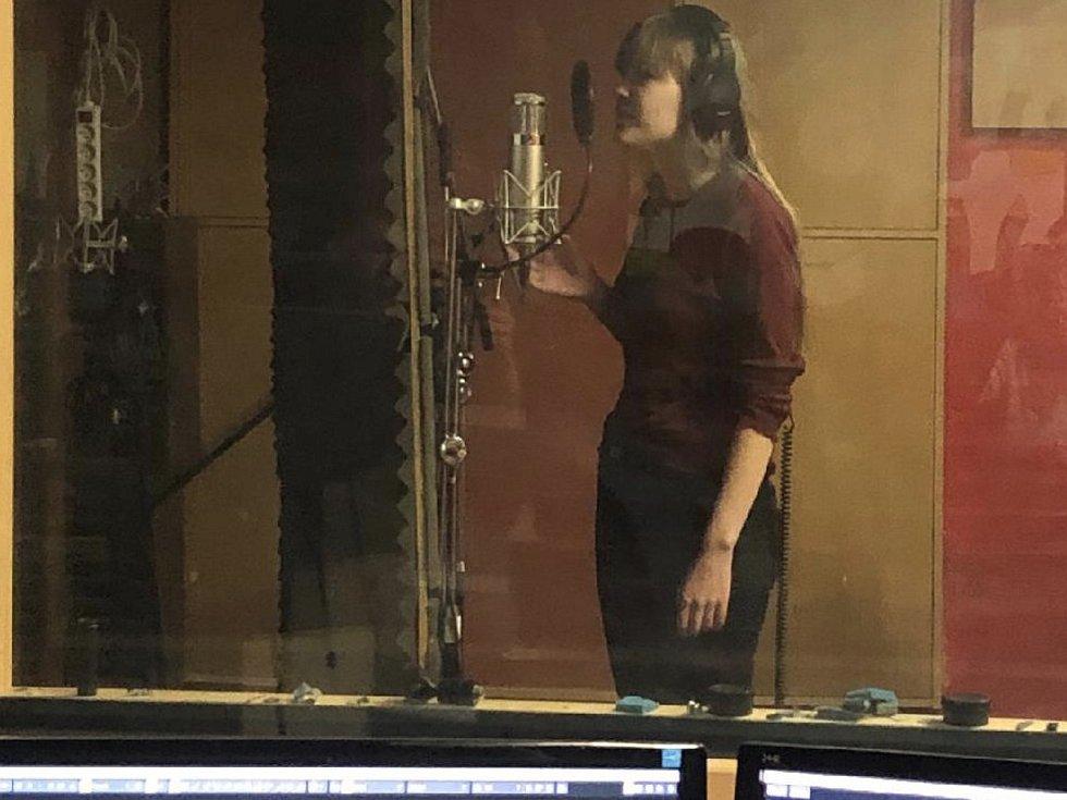 Účinkující při natáčení v nahrávacím studiu FRANZ KAVKAZ v Domažlicích.