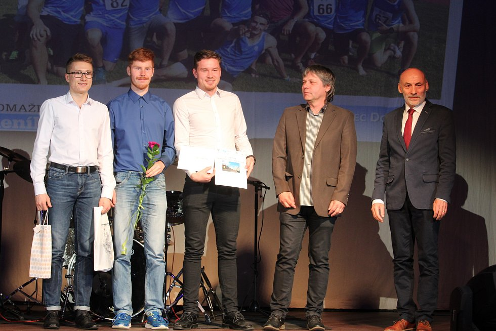 Dospělí - kolektivy: třetí skončili prvoligoví atleti AC Domažlice.