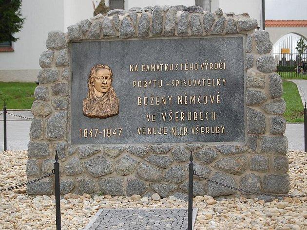 Pomníček Boženy Němcové ve Všerubech.