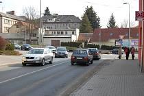 Kruhová křižovatka U Golema v Domažlicích.