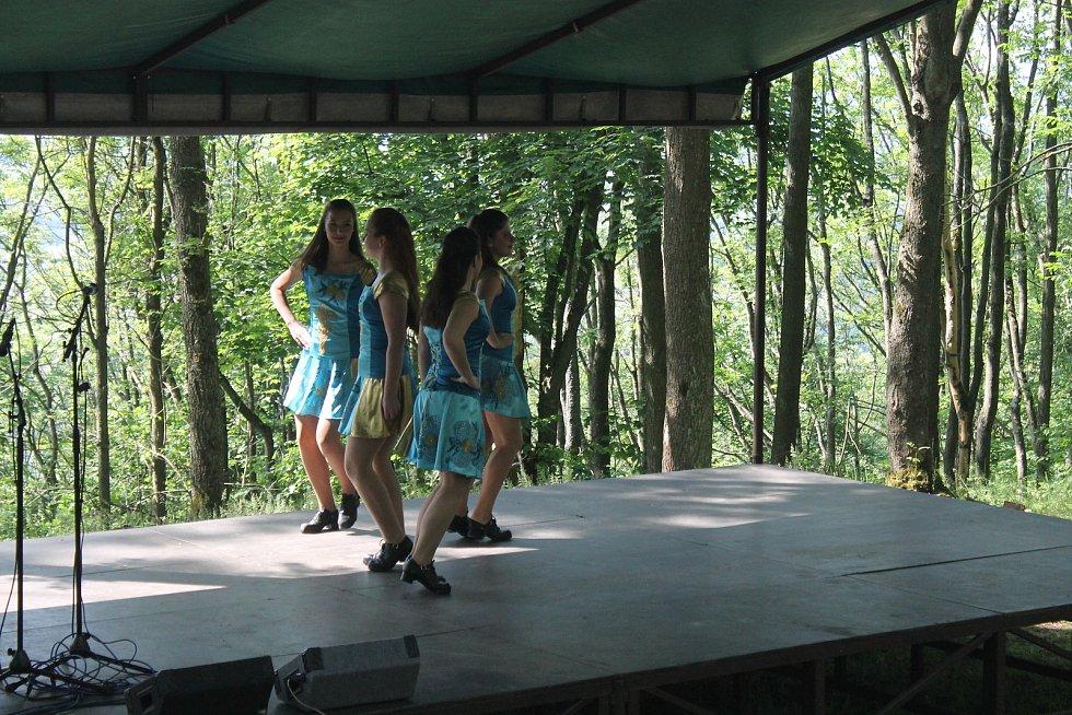 Keltohraní se zúčastnila velká škála lidí. Keltské úkoly byly koncipovány spíše pro děti. V amfiteátru ale zároveň probíhalo další pásmo programu. Třeba irská hudba a tance.
