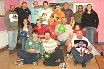 Společný snímek účastníků Rybnického bowling cupu.