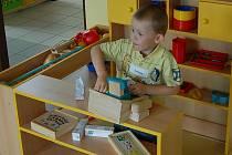 Malé děti si na řemesla a služby rády hrají. Později se jejich preference mění.
