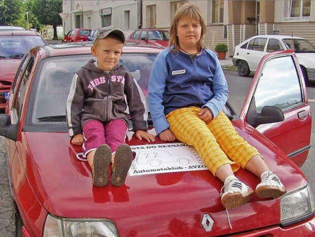 Vnoučata Hany Rotové z Krchleb si dobrodružnou  jízdu užívají.