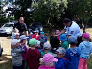 Děti z Mateřské školy ve Lštění strávily velmi zábavné, zároveň poučné dopoledne s policisty.