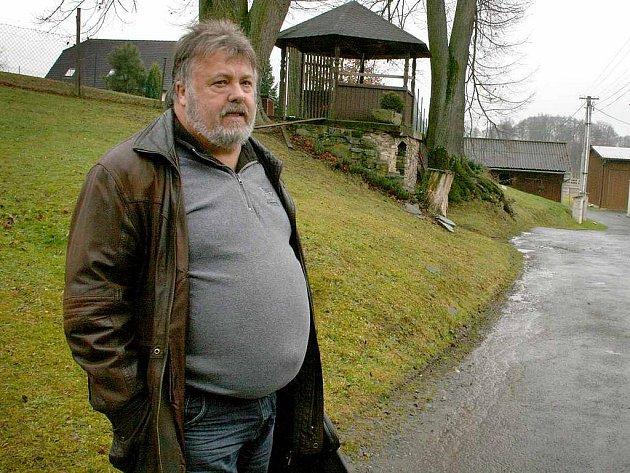 František Jílek, starosta  Chodské Lhoty,  věří,  že se malebná osada Blahníkův mlýn příští rok rozsvítí.