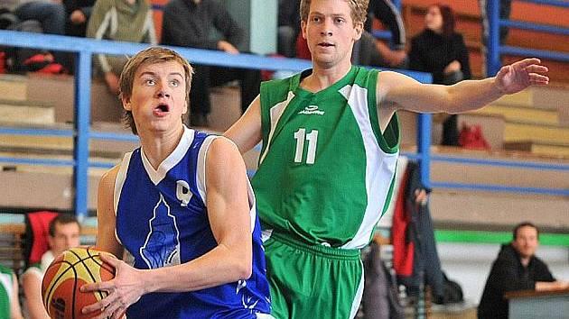 Nejproduktivnějším střelcem Jiskry Domažlice v sobotním utkání s rezervou Písku v Táboře byl Jakub Tauer (vlevo).