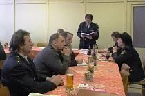 František Kacerovský seznámil zástupce jednotlivých sborů s hospodařením okrsku.