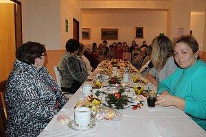 Předvánoční setkání senioři v Domě s pečovatelskou službou ocenili.