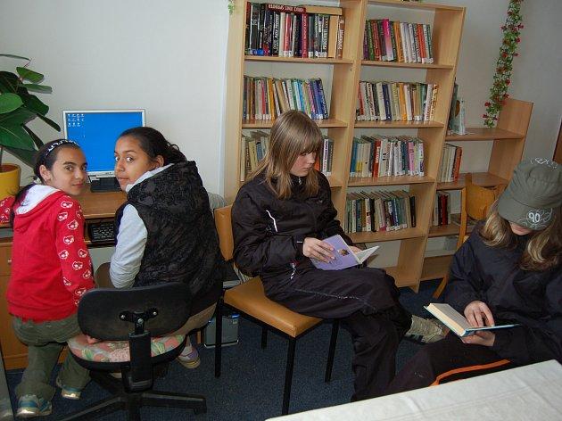 Internet v drahotínské knihovně využívají hlavně nejmladší návštěvníci.