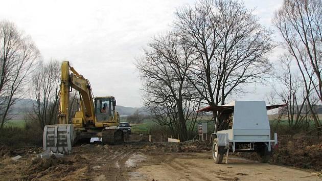 Takto vypadalo místo stavby mostu 21. listopadu odpoledne.