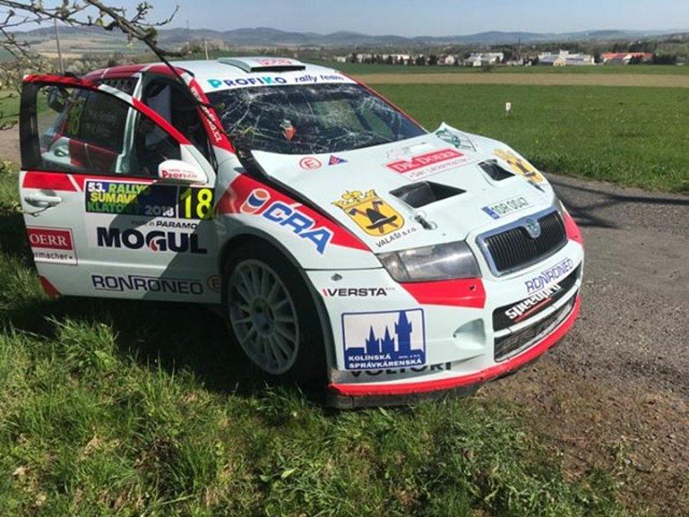 Meclovský Karel Trněný s Václavem Pritzlem nedokončili kvůli havárii Rallye Šumava 2018.