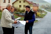 Kolaudační komise shledala novou silnici v Brnířově bez závad.