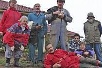 Taxmeni se rozhodli, že přiloží ruku k dílu a pomohou koním v mířkovském statku