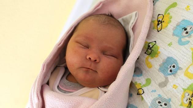 Eva Kabourková z Domažlic se narodila v domažlické porodnici 8. dubna v 8:36. Její váha při narození byla 3790 gramů a míra 50 centimetrů.