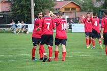 Radost z vydřené výhry 3:2 nad Milavčemi mohli v sobotu projevit i hráči kolovečského týmu (zleva) Michal Sušický, Miloslav Duchoň a Constantin Danescu.