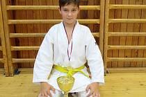 TALENTOVANÝ KARATISTA Štěpán Hirschau ze Kdyně obsadil v krajsk lize čtvrté místo v kategorii mladší žáci.