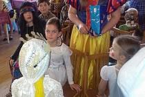 Z maškarního bálu pro děti v Otově.