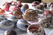 Sbírku kraslic z různých koutů republiky i z ciziny má doma Jiřina Lacinová z Trhanova.