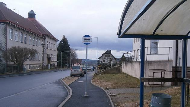 Označení autobusových zastávek v Klenčí.
