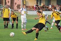 BĚLÁ BEZ SVÝCH OPOR prohrála další zápas, tentokrát s Krchleby. Na snímku Sekereš proměňuje penaltu.