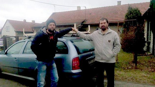 KOLOFANTÍ  jeli pro postel k nové hře Urologie až do středních Čech.