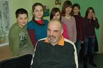 Zdeněk Huspek a jeho šest svěřenců.