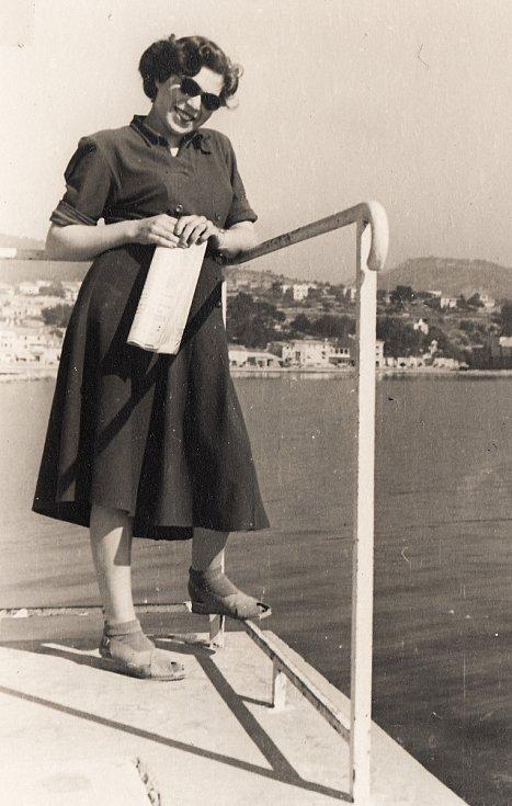 Eva Erbenová, rozená Löwidtová, na cestě do Izraele.