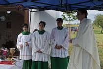 Slavnostní vysvěcení kaple Panny Marie Ustavičné pomoci u Borovice.