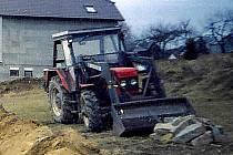 Tento traktor značky Zetor ukradli z pátka na sobotu 21. listopadu soukromému farmáři v Dílích.