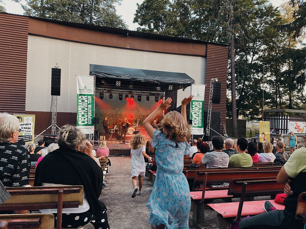 Kapela Čechomor se představila v Domažlicích na koncertě. Foto: Karolina Holasová