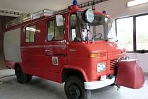 Unikátní hasičský vůz je vybaven benzínovým motorem s výkonem devadesáti koní.