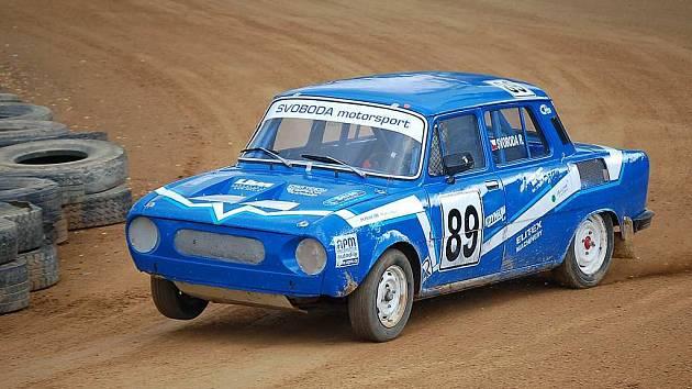 Romanův rallyekrosový speciál Škoda 110 S s motorem z favorita umístěným vzadu.  Váha 600 kg a výkon 138 koní.
