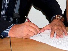 Podpis. Ilustrační foto