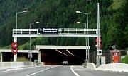 Řada našinců míří na dovolenou do Chorvatska. Cesta k moři se zrychlila po vybudování tunelů, které protínají alpské velikány.