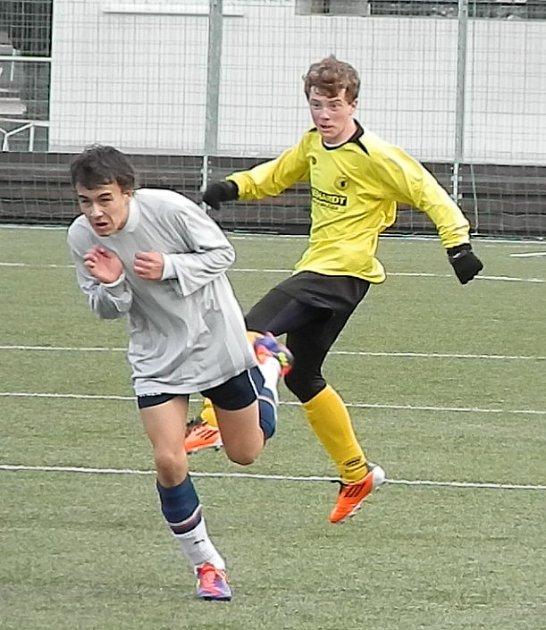 Z utkání starších žáků domažlické Jiskry se soupeřem z Horažďovic.