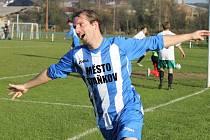 Oslavné ´letadlo´ staňkovského Františka Dolejše po gólu v síti Stodu. Bohužel, druhý poločas patřil hostům, kteří zápas otočili.