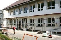 Práce na rekonstrukci mrákovské školy pokračují podle plánu. Vše musí být hotovo do konce prázdnin.