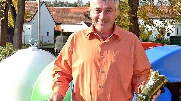 Starosta Štichova Ladislav Šindelář převzal za druhé místo v soutěži ocenění a  finanční odměnu.