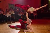 Akrobatická dvojice Duo Ogor v Horšovském Týně.